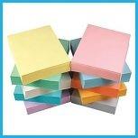 Egyszínű irodai papírok